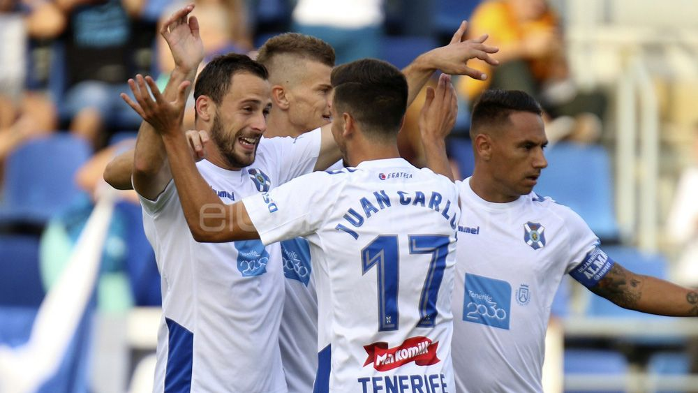 La afición del CD Tenerife quiere al ataque titular ante el RCD Espanyol