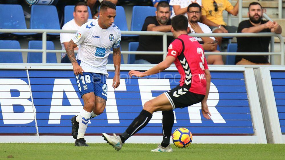 Los seguidores del CD Tenerife quieren a Suso Santana por Juan Carlos