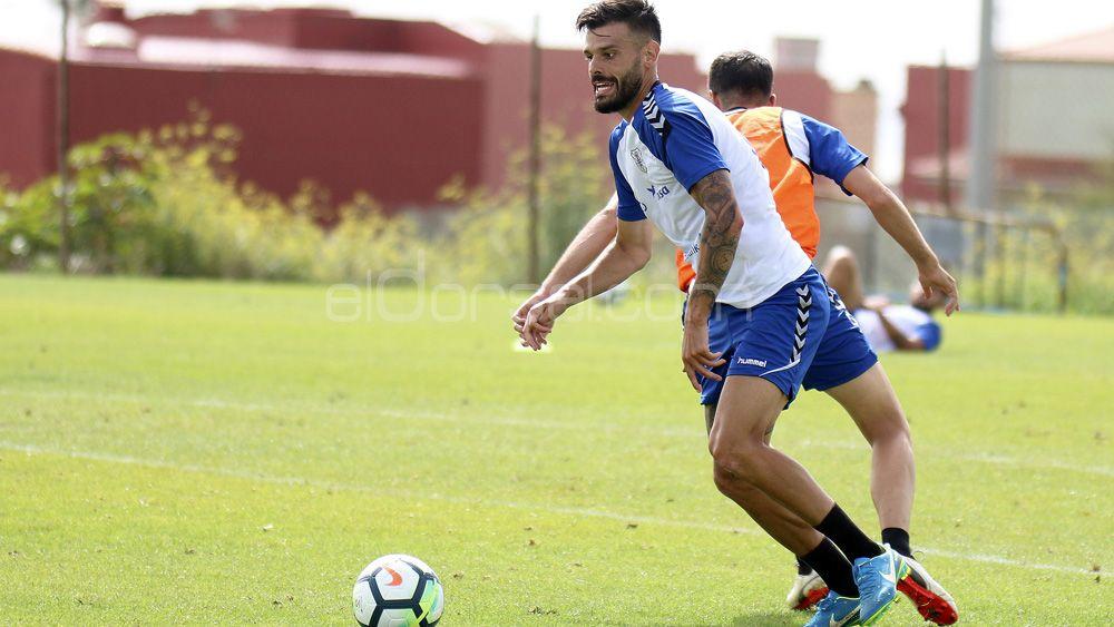 """Tayron: """"El CD Tenerife necesita solidez y equilibrio fuera de casa, empezando por Huesca"""""""