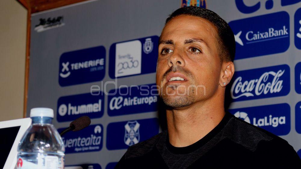 """Vitolo: """"La realidad es que el CD Tenerife está a seis puntos del playoff, y hay mucho en juego aún"""""""