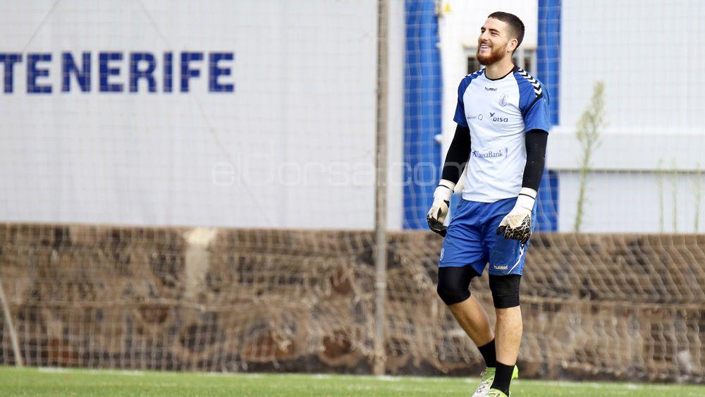 En Portugal colocan al portero del CD Tenerife Carlos Abad en el Río Aves