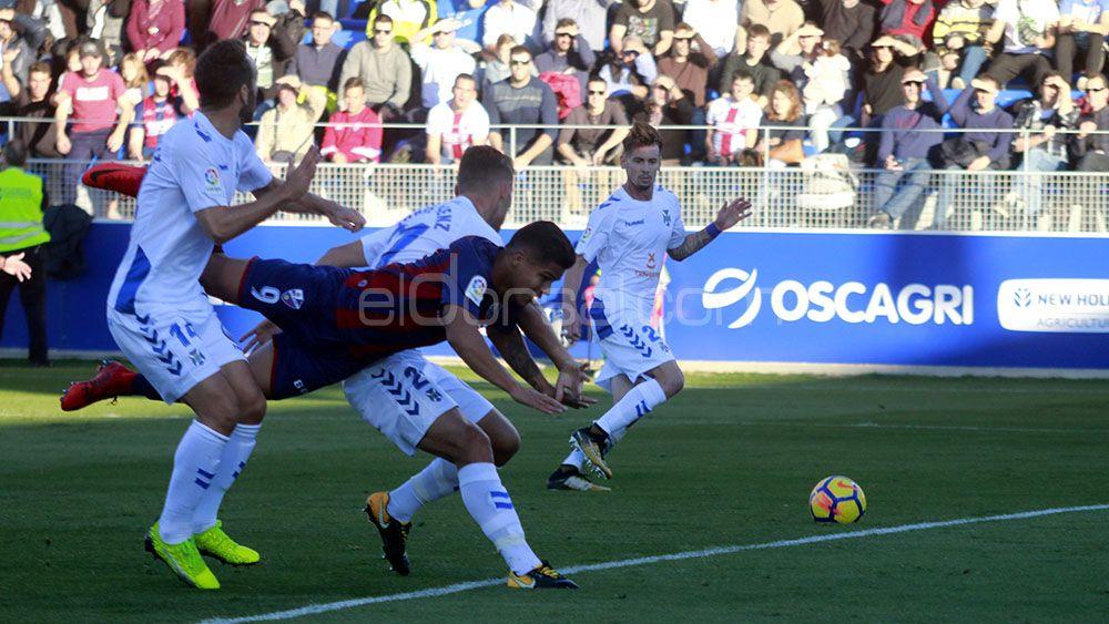 El primer tanto de la SD Huesca al CD Tenerife, la crónica de un gol anunciado