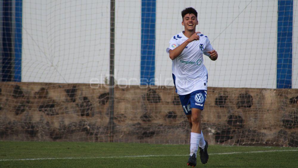 Un doblete de Adrián Llanos da al CD Tenerife B su primera victoria del curso