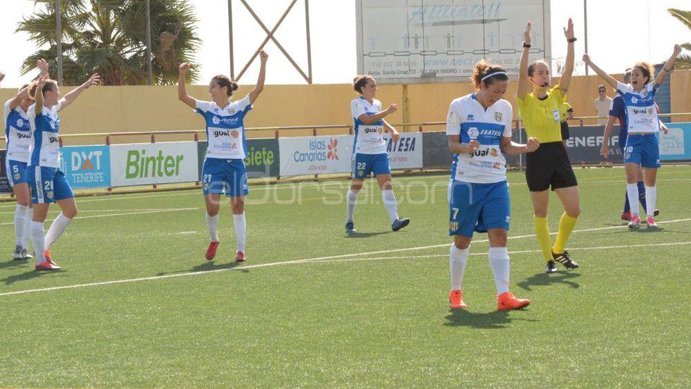 Felicidad plena en la UDG Tenerife tras vencer al todopoderoso FC Barcelona