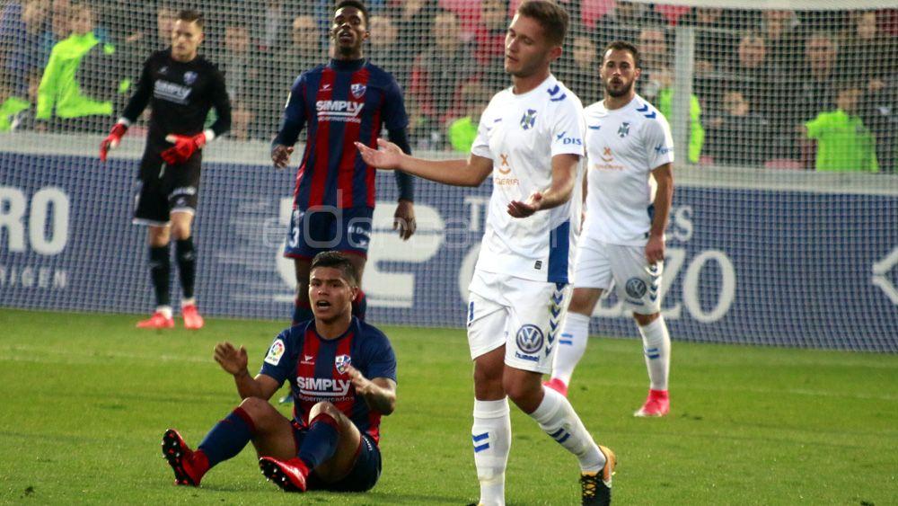 Las imágenes de la dolorosa derrota del CD Tenerife en Huesca