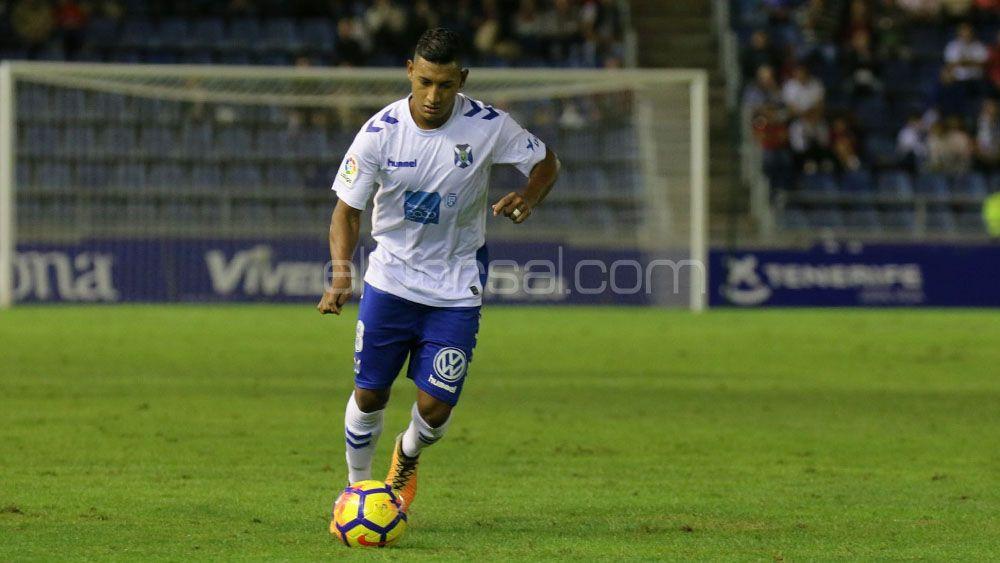 La afición del CD Tenerife quiere a Bryan Acosta en la mediapunta