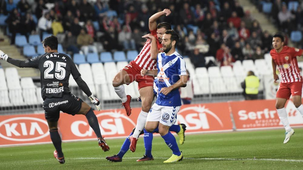 Las imágenes de la dura derrota del CD Tenerife en Almería