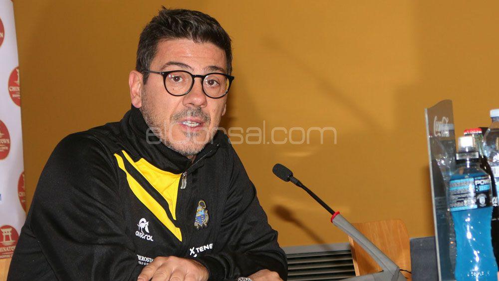 """Katsikaris: """"Iberostar Tenerife no tiene otro jugador del perfil de Ponitka, pero no vamos a llorar por su ausencia"""""""