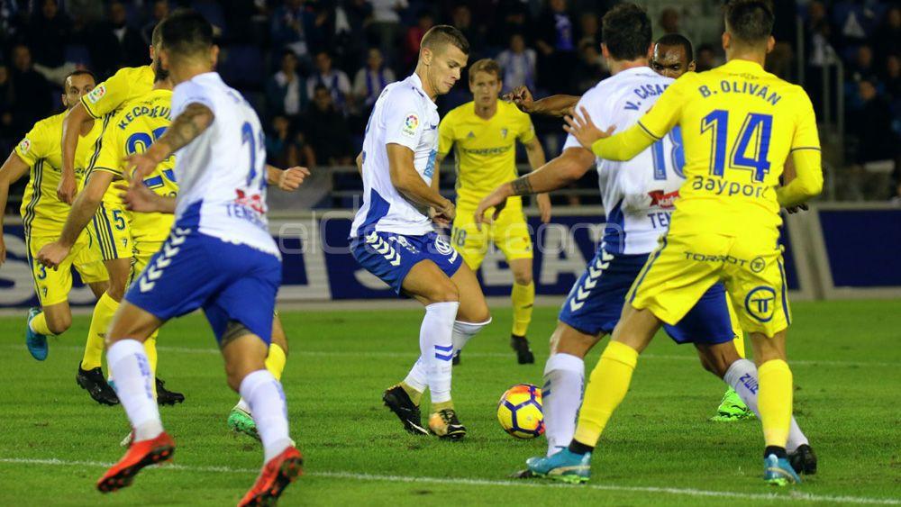 Samuele Longo, el mejor del CD Tenerife ante el Cádiz CF, según la afición
