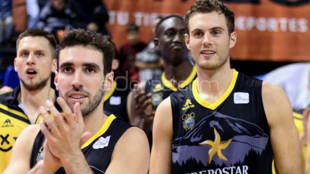 Alegría en el vestuario del Iberostar Tenerife por la victoria ante el Baskonia