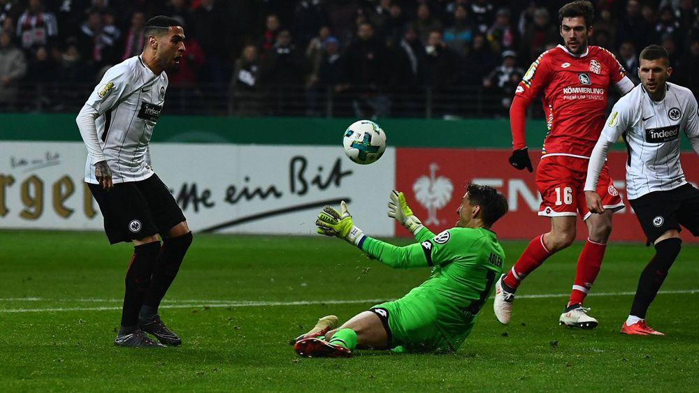 Omar Mascarell sella el pase del Eintracht a semifinales de Copa al 'estilo Raúl'