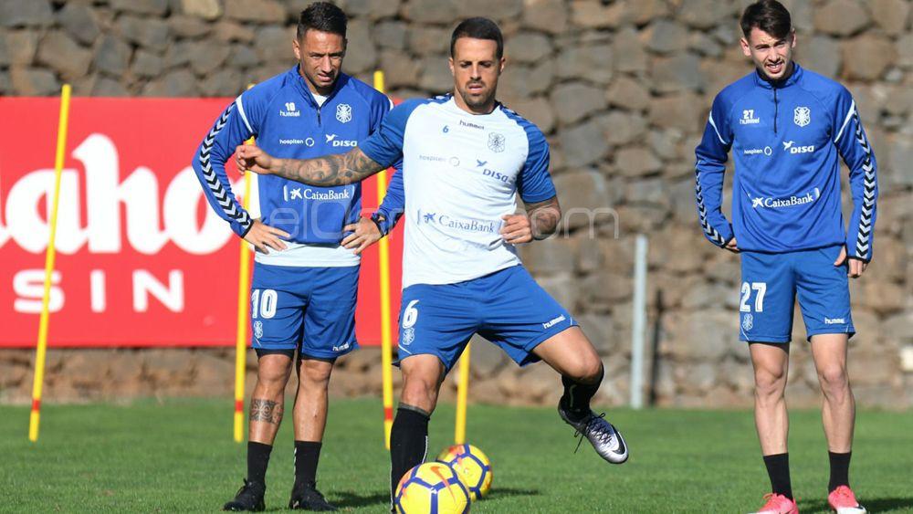 """Vitolo: """"El CD Tenerife ahora no puede 'vender' nada que tenga que ver con el playoff"""""""