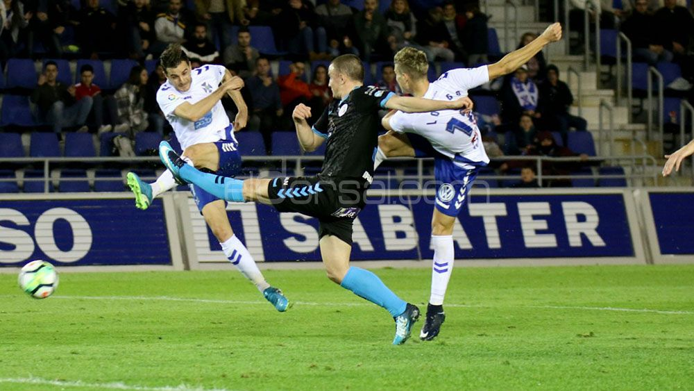 Longo y Villar marcan un gol con el CD Tenerife cada tres disparos