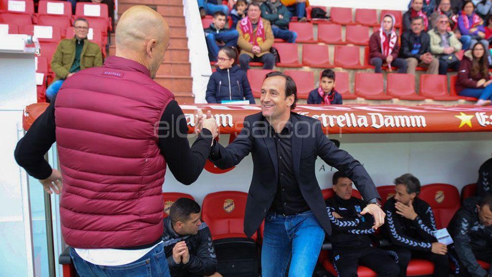 Etxeberría saluda a Nano Rivas antes del Nàstic-Tenerife | Adrián Romero Hernández