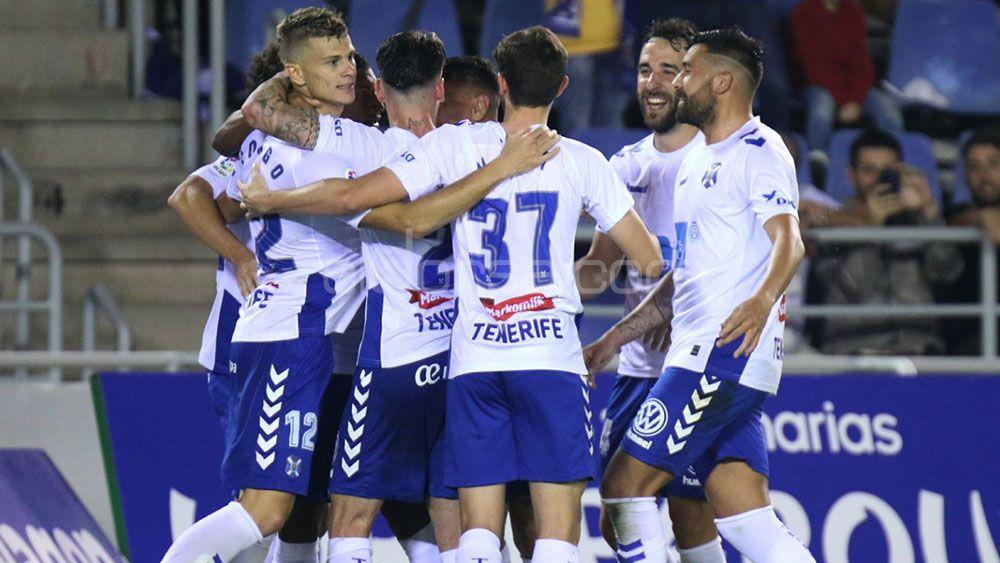 El CD Tenerife se impone con justicia a un rival directo y sigue mirando hacia arriba
