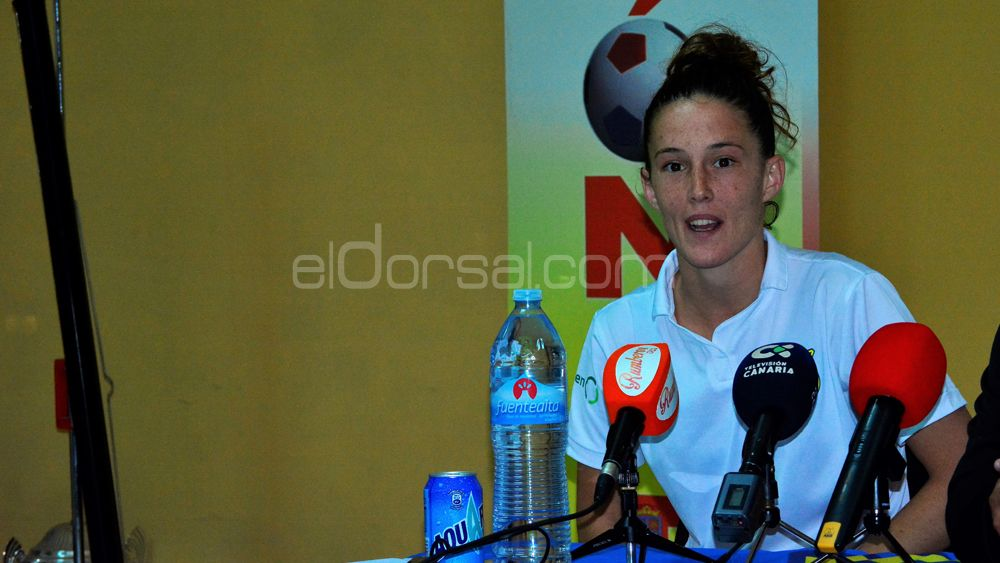 """Eva Llamas: """"Estoy orgullosa del trabajo de la UDG Tenerife ante todo un Atlético de Madrid"""""""