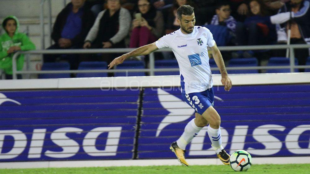 La afición del CD Tenerife quiere a Villar de inicio ante el Rayo Vallecano