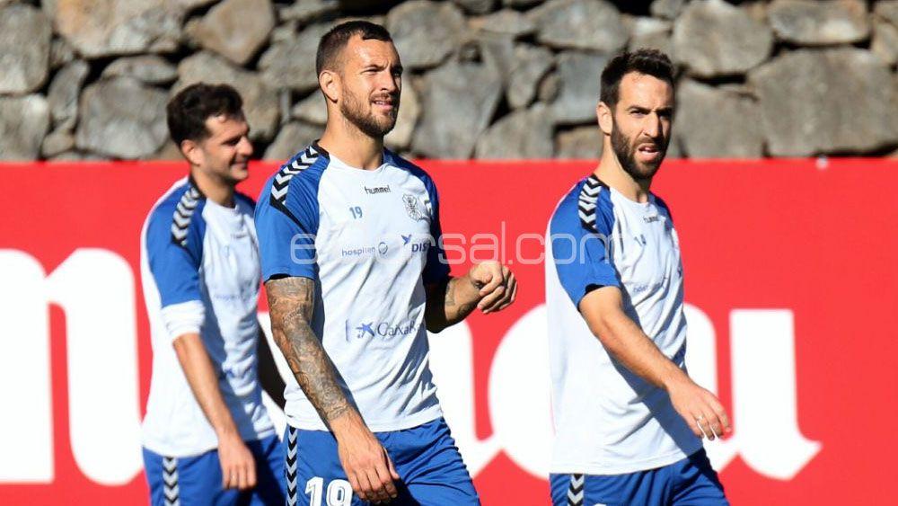 Seis jugadores para cuatro puestos en la defensa del CD Tenerife
