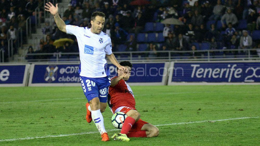 La pretemporada del CD Tenerife, un exigente examen para Paco Montañés