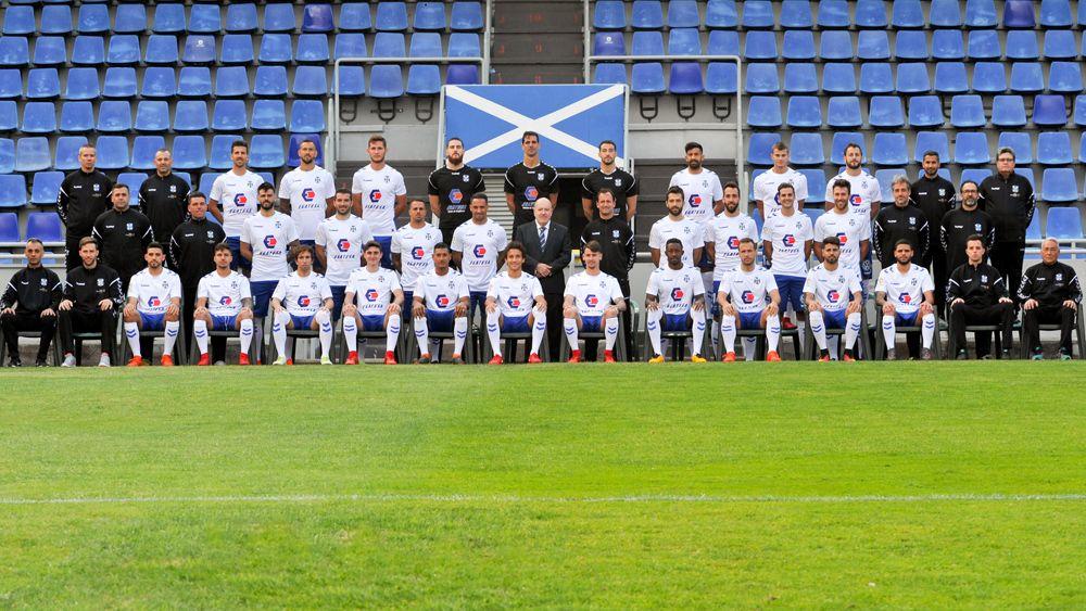 El CD Tenerife se hace la tradicional foto de familia oficial, con las últimas incorporaciones