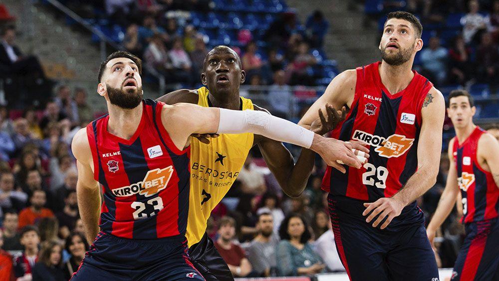 Iberostar Tenerife reacciona muy tarde en el Buesa Arena