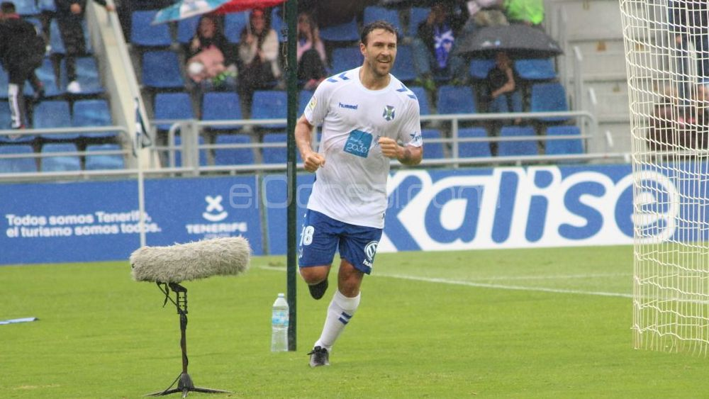 Casadesús, elegido mejor jugador del CD Tenerife ante la SD Huesca