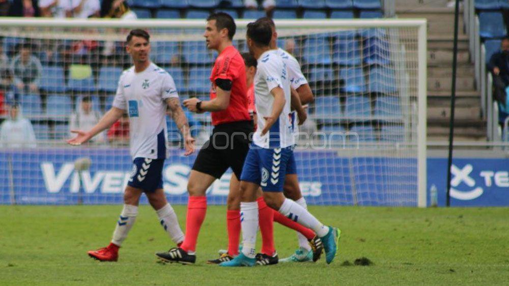 El polémico partido que aleja al CD Tenerife de los playoffs