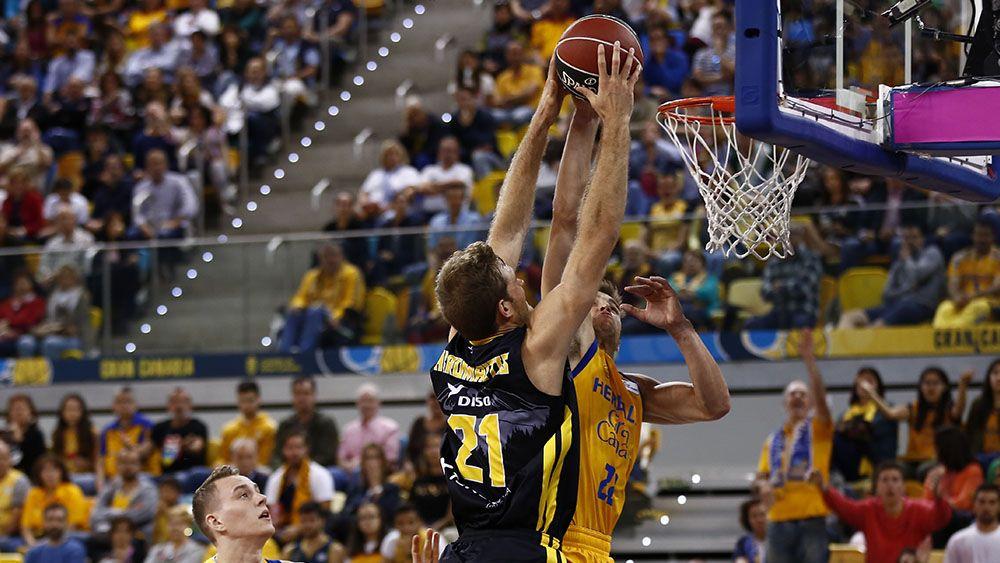 Iberostar Tenerife asalta el Gran Canaria Arena y mantiene vivas las opciones de playoffs