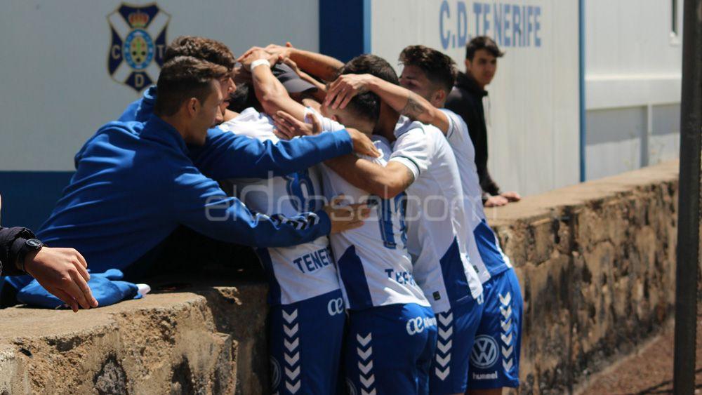 El CD Tenerife B arrolla al Estrella y acaricia el título de la Tercera Canaria