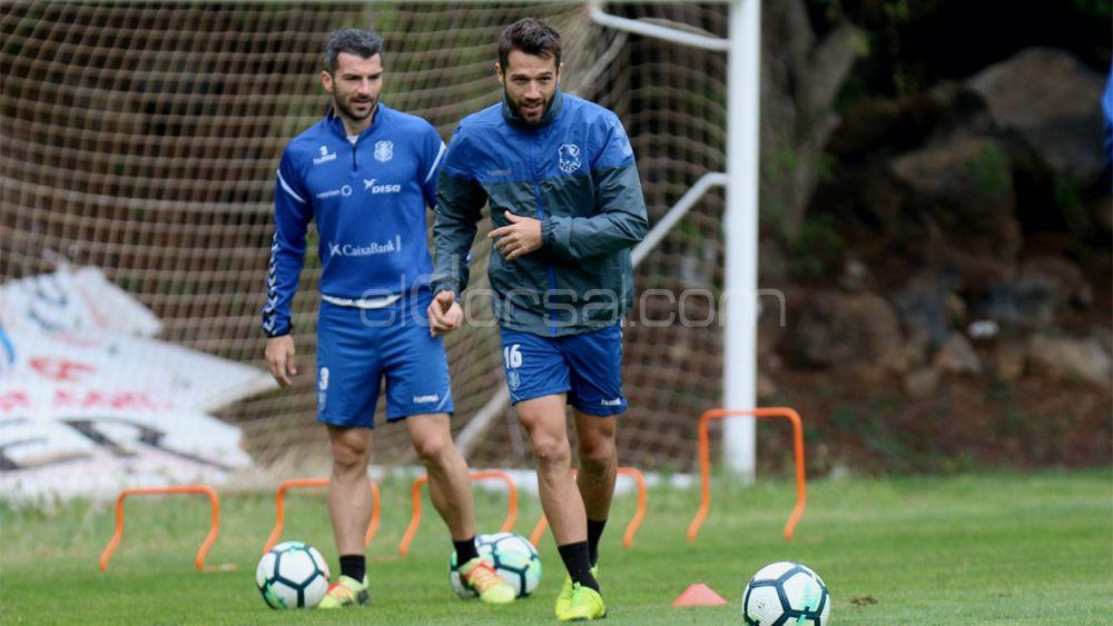 Aitor Sanz vuelve a entrenarse con sus compañeros del CD Tenerife