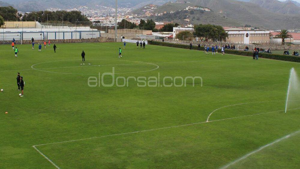 La grada portátil de la Ciudad Deportiva, casi lista para el CD Tenerife B – SD Ejea