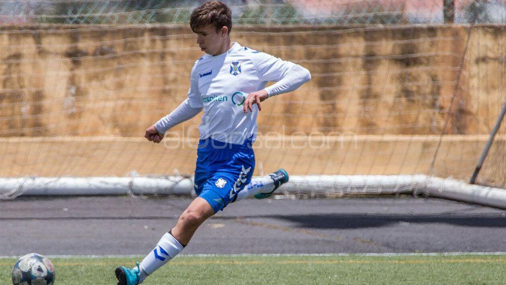 El Levante se lleva a un central del infantil B del CD Tenerife