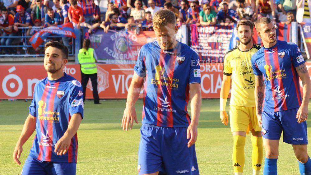 Tres ex del CD Tenerife ascienden con el Extremadura a Segunda División