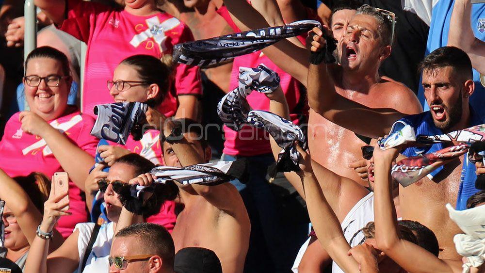 Un sector de la afición del CD Tenerife pidió la destitución de Alfonso Serrano