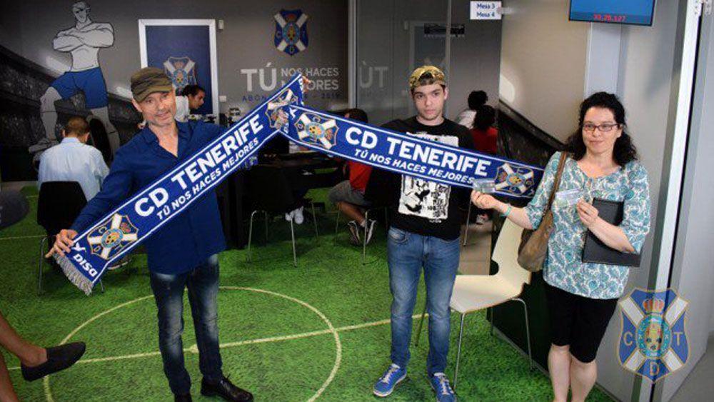 Las nuevas bufandas del CD Tenerife causan furor en la afición