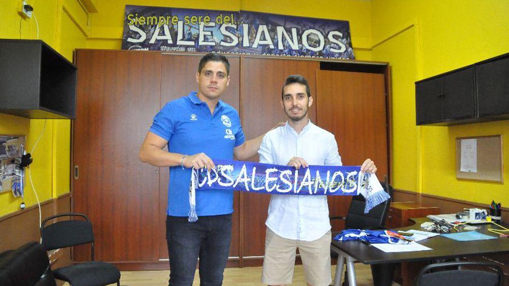 Ayose Suárez firma por el CD Salesianos Tenerife