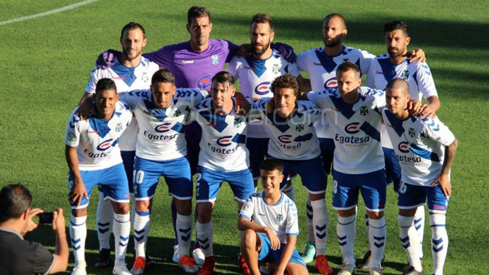 El CD Tenerife vence a la UD Almería  y regresa a la Isla invicto