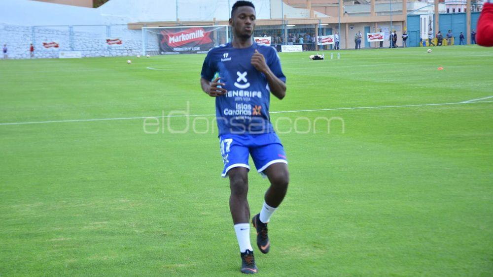 Chilunda se ejercita con normalidad y podría debutar con el CD Tenerife en Tarragona