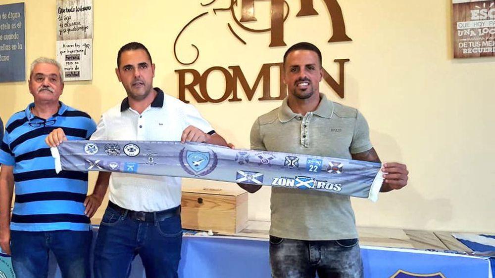 Las peñas del CD Tenerife despiden a Vitolo
