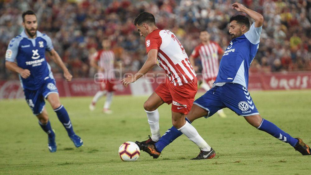 El CD Tenerife, sin victorias y en la zona media baja de la tabla