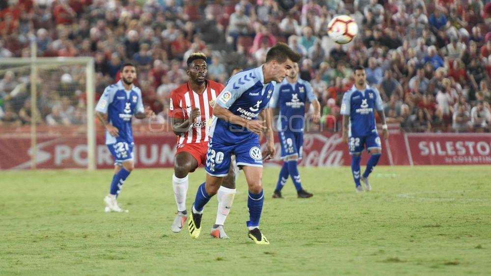 Un aseado debut para Iker Undabarrena, en un CD Tenerife necesitado de fútbol