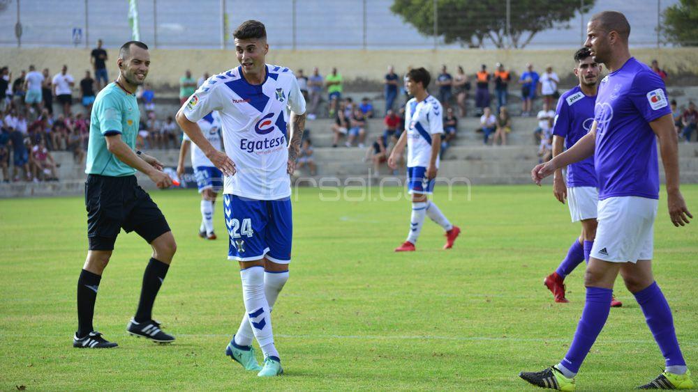 La afición del CD Tenerife, dividida sobre la titularidad de Naranjo