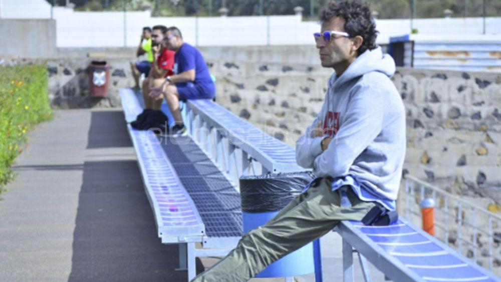 Espectador de lujo en el entrenamiento del CD Tenerife