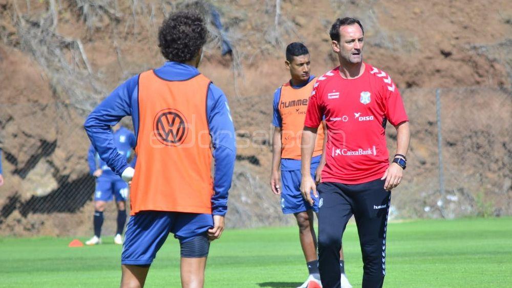 El CD Tenerife, el equipo que más minutos ha ido perdiendo en Liga 123