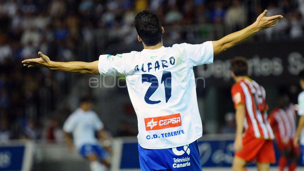 Alfaro visita a 'su' CD Tenerife casi diez años después de tocar el cielo