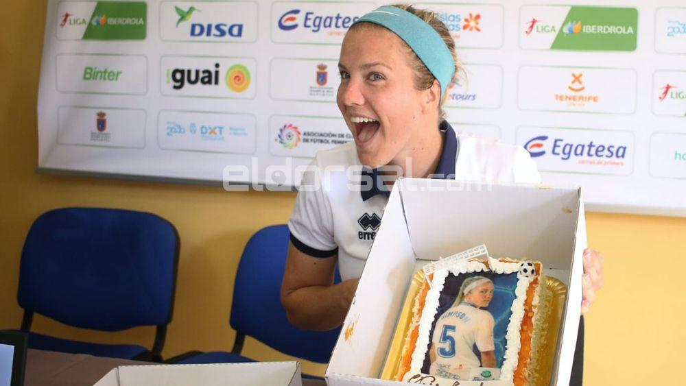El vestuario de la UDG Tenerife, feliz tras una victoria forjada a base de paciencia