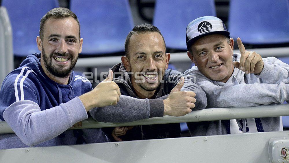 ¡Búscate en la fotogalería de la afición del partido del CD Tenerife!