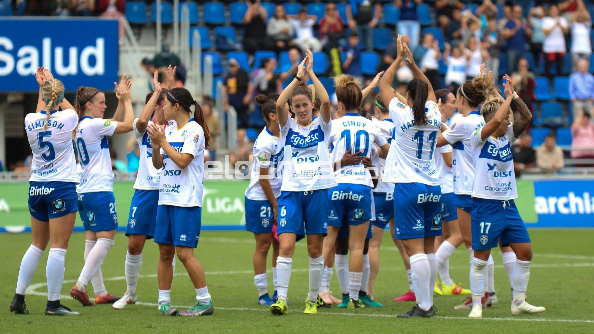 Las jugadoras del UDG Tenerife agradecen el apoyo del Heliodoro | @jacfotografo