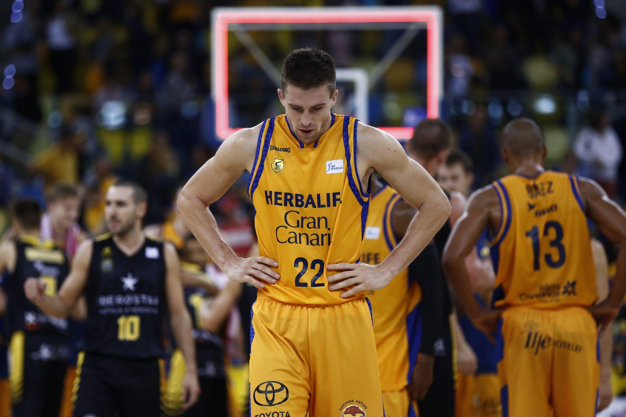 Xavi Rabaseda, lamentándose tras el final del partido | ACB Photo / M. Henriquez