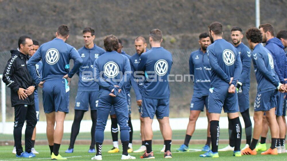 Así recibieron jugadores y cuerpo técnico del CD Tenerife las nuevas instalaciones de El Mundialito